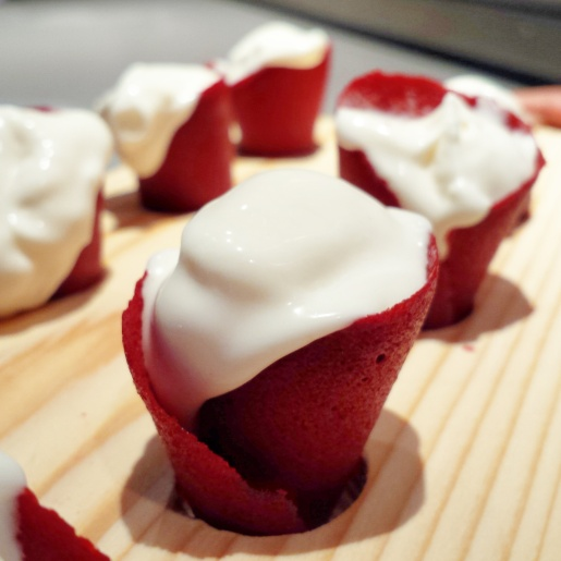 Wolfgang Puck Tanayas Table Red Velvet Cones